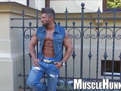 Muscle Holiday 2013-1