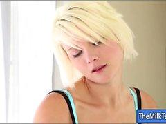 Suloiset blondi masahista Deni Halu suihin asiakkaat kukko