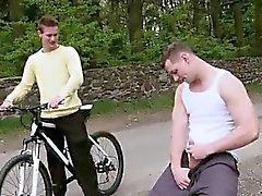 Video gratuiti del piccolo ragazzo gay porn all'aperto Anale On The bidirezionale