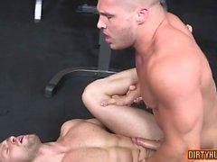 Fetiche de pies gay muscular con comer cum