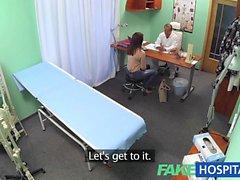 FakeHospital Sweet Doctor donne des fleurs aux patients chauds