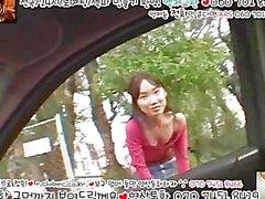 Крошечный корейская с девушкой отсасывает большой белый Кока