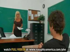Öğrenci büyük göğüsleri ile yaptığı seksi sarışın öğretmeni sikikleri