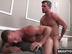 Big dick bodybuilder anal sex with facial