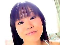 Menina bonito japonês na roupa interior Softcore