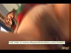 Mihiro innocent fille chinoise bénéficie d'une baise sur du bus