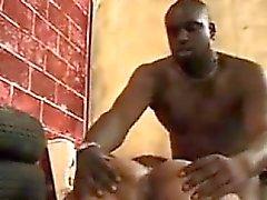 Slut Blacks scopare da un grosso cazzo nero