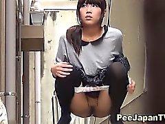 Японские милашек сцание на аллее ссать