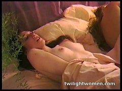 twilightwomen - Naughty lesbian masturbation and kissing