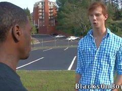 Kyle Powers versucht Gay Sex mit einem schwarzen Kerl