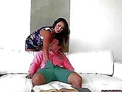 MILF Yasmin håller könet att Calis BFs