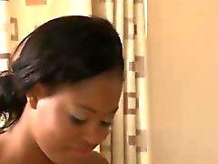Ebony Babe massaggiatore da massaggio lesbica