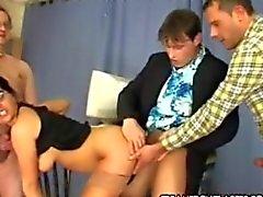 Simone - Simona macht ihre erste Stelle
