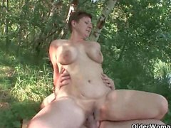 Mom loves outdoor sex with her toy boy