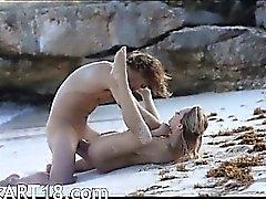 прекрасный Art пол роговой пары на пляжа