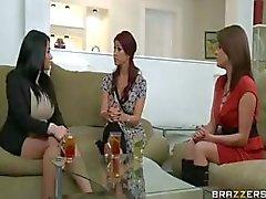 Syren De Mer e Tiffany Mynx em um ménage à trois compartilhamento de pau duro