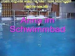 Anna steht auf Sex im Schwimmbad