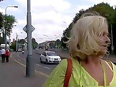 Parfois , Money Talks # quatre ( Gros seins Blond mamie de GILF ! )