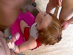 Babysitter tiener krijgt gegangbanged