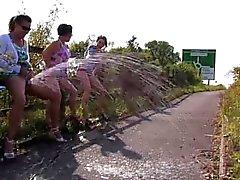 3 mature's Making a piss fountain