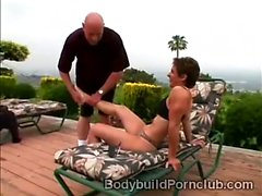Submissive perv pleases the coochie of beautiful bodybuilder