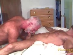 Sexy Trick Daddies Allen Silver e Adam Russo Foda-se na cama