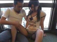 Asiatisk tjej skruvade hardcore och gav blowjob