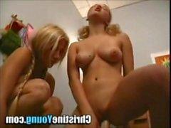 Deux blondes québécoises essaient une machine sybian
