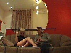 Betrunken blonde harten Fick auf der Couch