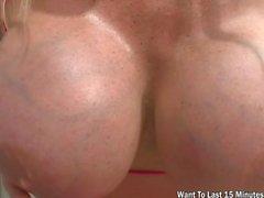 Professeur très chaud avec des seins énormes baise Hardco