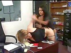 funcionário recebe anal punido