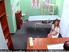 FakeHospital Медсестра с с великим жопа сосет а ебет