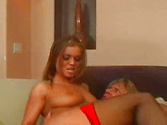 Rita kıçını bir horoz sahip