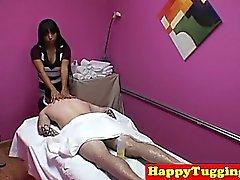 Bigtitted rimorchiatori masseuse asiatiche e le gole profonde