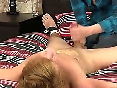 Kleinen Jungen Homosexuell Sex -Clip Eine Kugel Schmerzender Hand Job MB