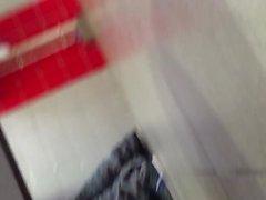 Belle beurette çekilişi dans les Tuvalet d' une istasyonu d' autoroute