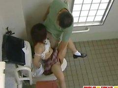 Japonlar gençlik tuvalet berbat olduğunu