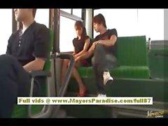 Mihiro китайской модели находится в чертову в автобусе