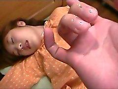 Coño digitación japoneses delicados adolescente da a su primer Chupada Oral