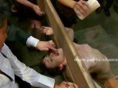 Brunette saa hänen rintojaan katettu kuumaa vahaa ja on pillu kidutettu ja nai