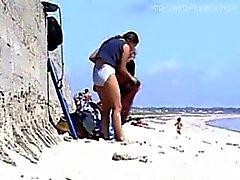 2 tyttöä muuttaminen rannalla