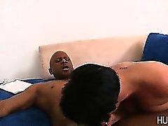 Vita fru pussy påsatt av svart deckaren