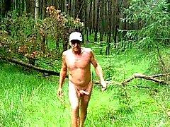 Skog Jag älskar precis att få naket utomhus och cumming