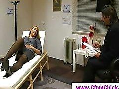 Éjaculation pour dormir de CFNM femme blonde