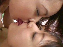 2 japanese girls cream జపాన్ గుంటలు