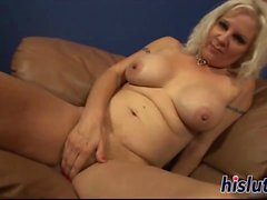 Blonde floozy rides on a thick shaft