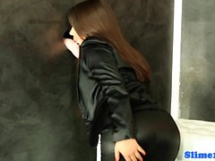 Bigass euro shakes her ass at the gloryhole