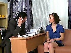 Enkel tjej finnas få envisa bakifrån sex från läraren