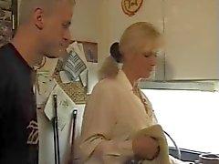 une maman allemande a le feu au cul