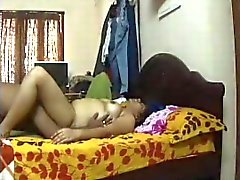 Desi housewife gets her pussy sucked by her lover